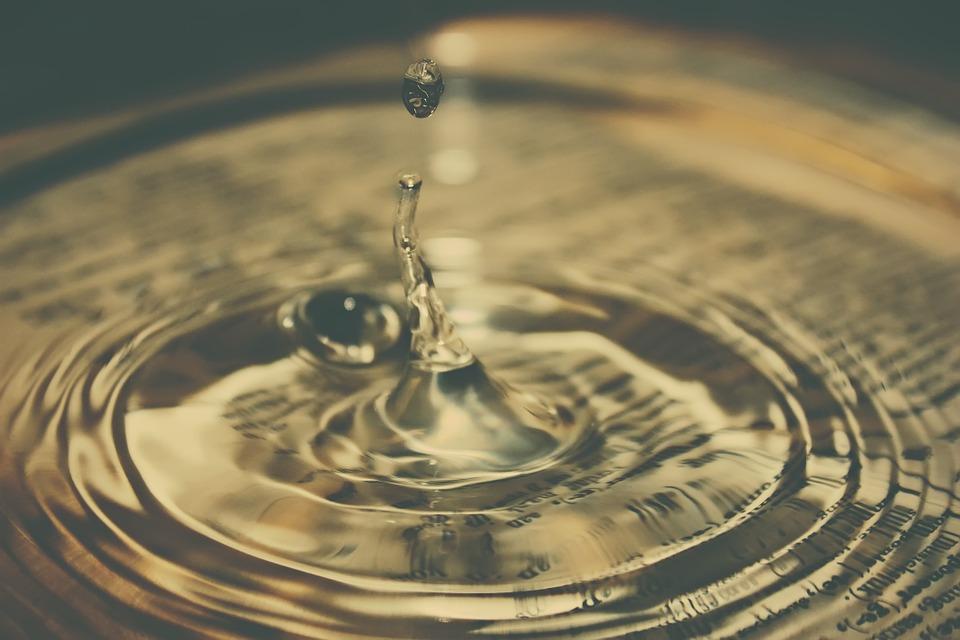 water-drop-880441_960_720[1]